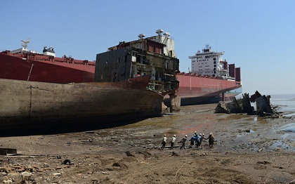 Blast Kills Five at Asia's Biggest Ship-Breaking Yard — Naharnet