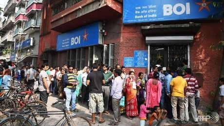 Heavy rush to withdraw money as ATMs open after two days