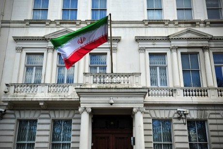 Protesters held after scaling Iran embassy in London