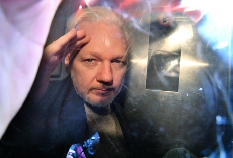 Calls for Australia to 'get involved' in Assange extradition trial