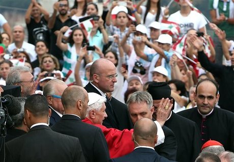Pope Signs Apostolic Exhortation, Appeals to Christians